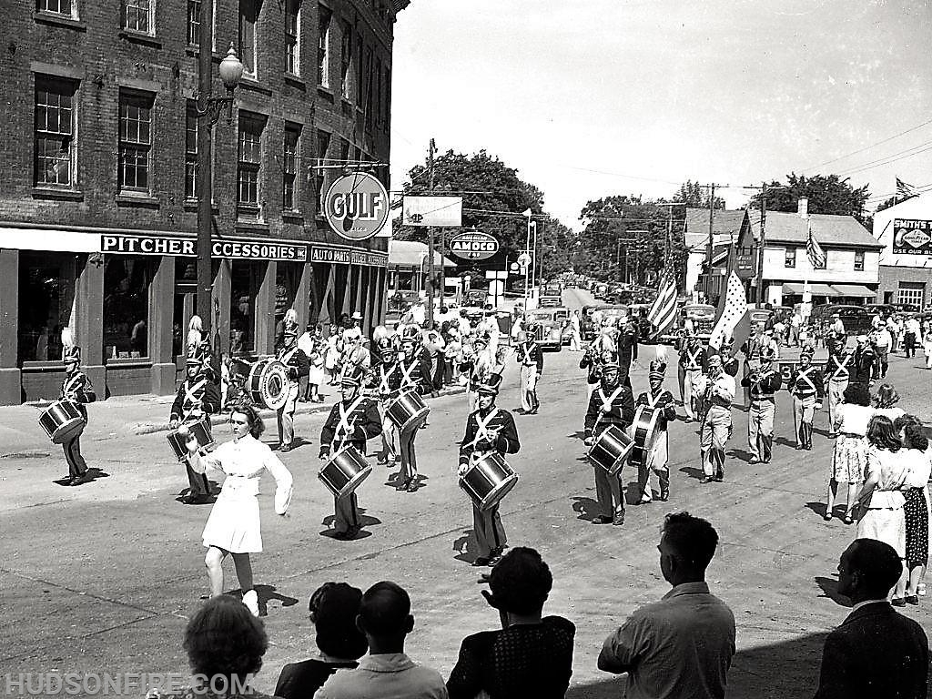 A drum and bugle corps marches in the 1945 parade (photo by Howie Gibson)