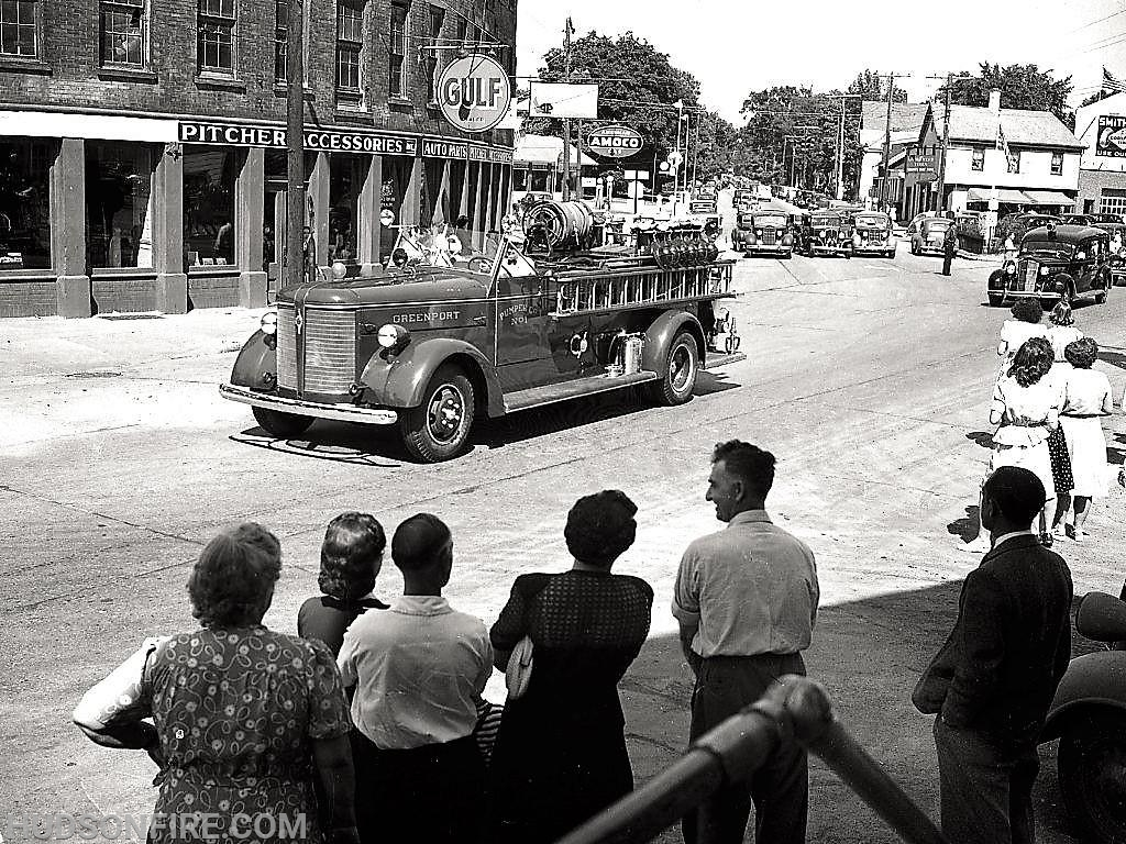 1945 Hudson Firemen's Parade (photo by Howie Gibson)